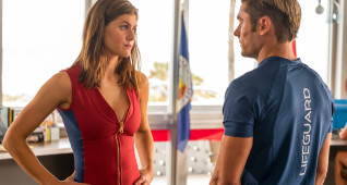 (L-R) Alexandra Daddario as Summer and Zac Efron as Matt Brody in BAYWATCH by Paramount Pictures, Montecito Picture Company, FlynnPicture Co., and Fremantle Productions