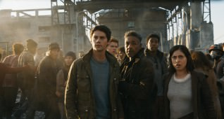 "L-r, Dylan O'Brien, Thomas Brodie-Sangster, Giancarlo Esposito, Dexter Darden and Rosa Salazar in Twentieth Century Fox's ""Maze Runner: The Death Cure."""